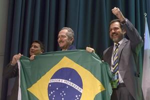 Aldo Rebelo comemora confirmação de Brasília como sede da Universíade de 2019 (Foto: Divulgação/FISU)