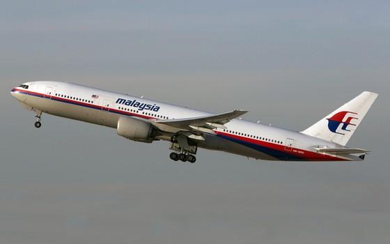 O avião da Malaysia Airlines que caiu era um Boeing 777 - o mesmo modelo da aeronave acima (Foto: AP Photo/JoePriesAviation.net)