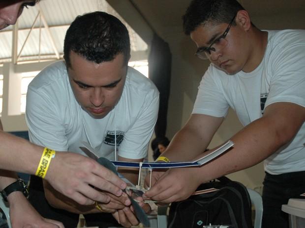 Estudantes participam de competição de aeromodelismo em São José dos Campos (Foto: Divulgação)