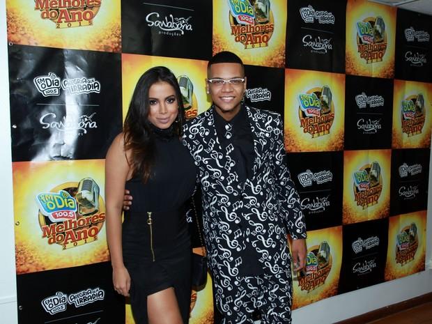 Anitta e MC Duduzinho em prêmio no Rio (Foto: Marcello Sá Barretto e Alex Palarea/ Ag. News)
