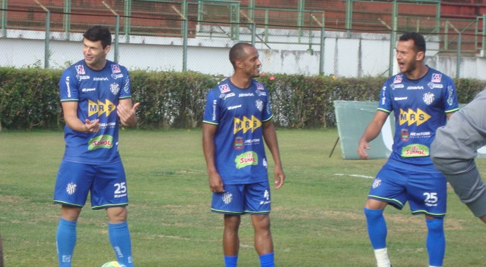 Wesley Ladeira Léo Salino e Fabrício Soares Tupi-MG (Foto: Bruno Ribeiro)