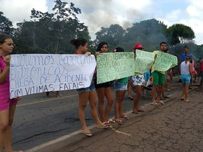 Moradores de comunidade protestam pela segunda vez no Maranhão (Foto: Divulgação/PRF)