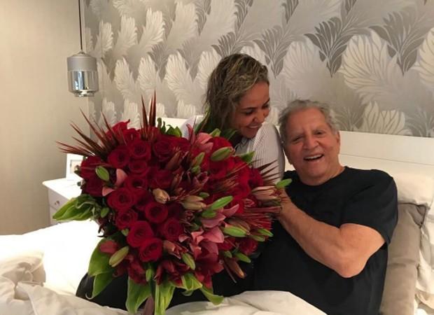 CArlos Alberto de Nóbrega e a namorada, a médica Renata Domingues (Foto: Reprodução/Instagram)