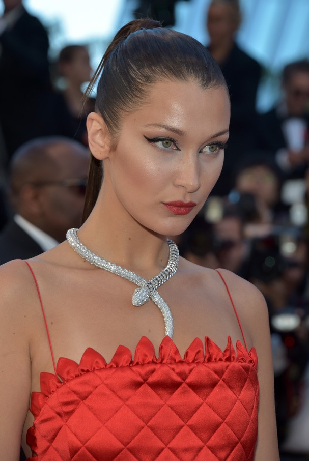 "CANNES, FRANCE - MAY 19:  Bella Hadid attends the ""Okja"" screening during the 70th annual Cannes Film Festival at Palais des Festivals on May 19, 2017 in Cannes, France.  (Photo by Pascal Le Segretain/Getty Images) (Foto: Getty Images)"