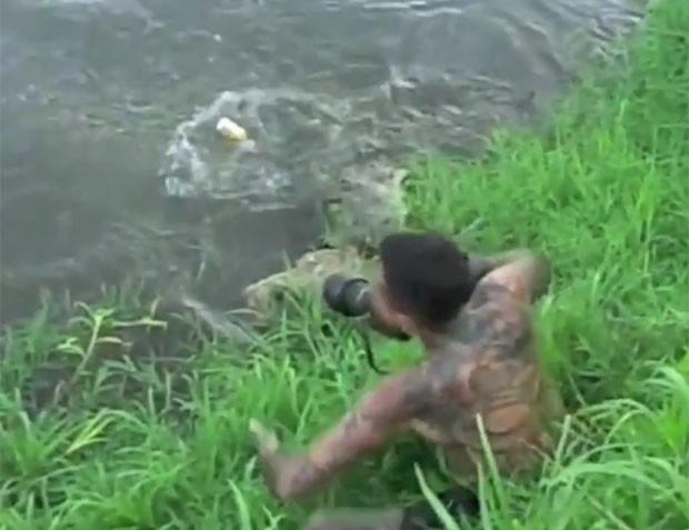 Fotógrafo escapou por pouco de um ataque de um crocodilo na Costa Rica (Foto: Reprodução)