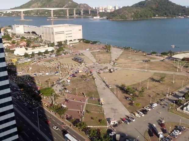 Concentração na Praça do Papa, em Vitória (Foto: Leonardo Tamandaré/ TV Gazeta)