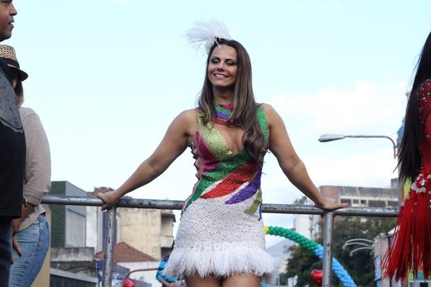 Viviane Araújo na 16ª Parada LGBT de Madureira  (Foto: Anderson Borde / agnews)