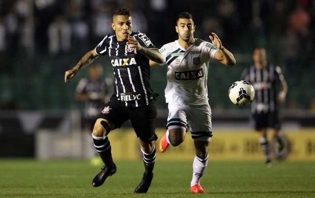 Marcos Pedroso e Guerrero Corinthians x Figueirense (Foto: Getty Images)