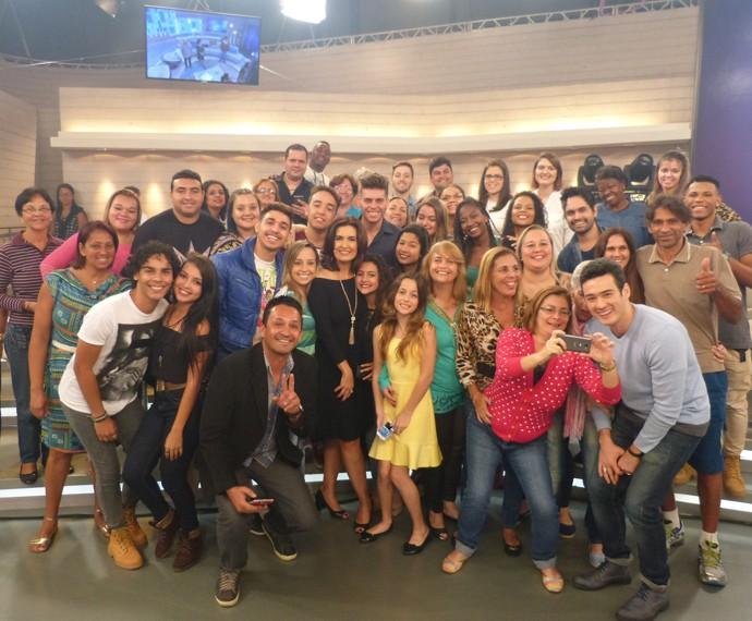 Olha o passarinho! Plateia aguarda o momento das fotos no final do programa (Foto: Viviane Figueiredo Neto / Gshow)