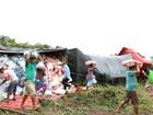 Caminhão carregado de arroz tomba na BR-153, região central do TO