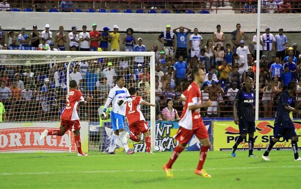 Schwecnk comemora o segundo gol do CRB (Foto: Ailton Cruz/ Gazeta de Alagoas)