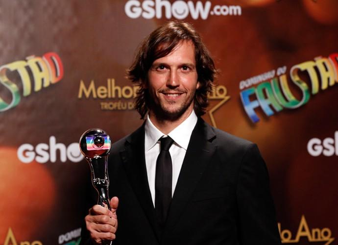 Vladimir Brichta recebe troféu do Melhores do Ano (Foto: Ellen Soares/Gshow)