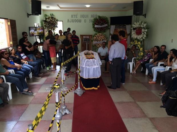 Velório foi realizado na igreja frequentada por mestre Manuel Eudócio (Foto: Franklin Portugal/ TV Asa Branca)