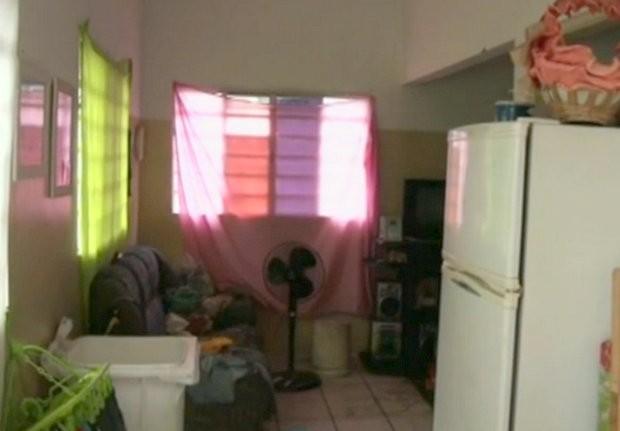 Base da Polícia Militar em Piracicaba se tornou moradia para uma família (Foto: Reprodução/EPTV)