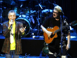 Luiz Galvão declamou a poesia 'Amar-te', depois cantada por Moraes (Foto: Manu Dias/GOVBA)