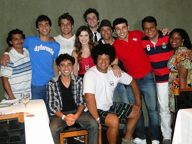 Elenco reunido na festa de despedida (Foto: Malhação/TV Globo)