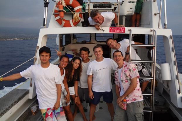 Luciano e a equipe do Caldeirão saem em passeio de barco (Foto: Caldeirão do Huck/ TV Globo)