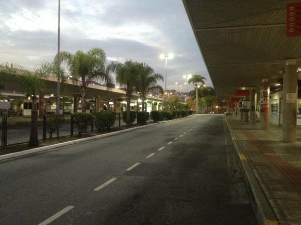 Terminal do Centro amanheceu vazio (Foto: João Salgado/RBS TV)