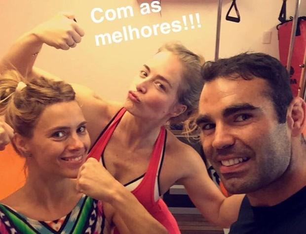 Carol Dieckmann e Angelica com o personal Chico Salgado (Foto: Reprodução / Instagram)