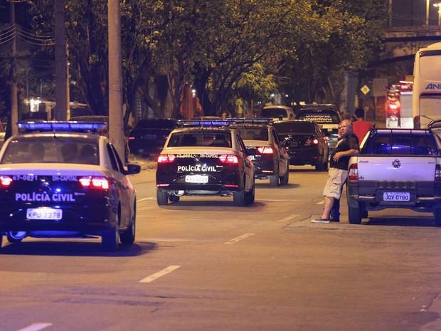 Policiamento foi reforçado na região de Manguinhos (Foto: João Laet / Agência O Dia / Estadão Conteúdo)