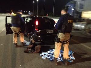 Cocaína pura seria levada para Imbituba, segundo suspeito (Foto: PRF/Divulgação)