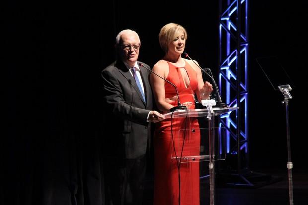 Ney Latorraca e Claudia Raia apresentam prêmio de teatro no Rio (Foto: Thyago Andrade/ Foto Rio News)