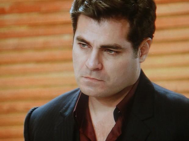Marcos diz que Caíque morre se colocar a vida de Laura em risco de novo  (Foto: TV Globo)