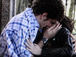 Gabriel reanima Alexia (Foto: Malhação / TV Globo)