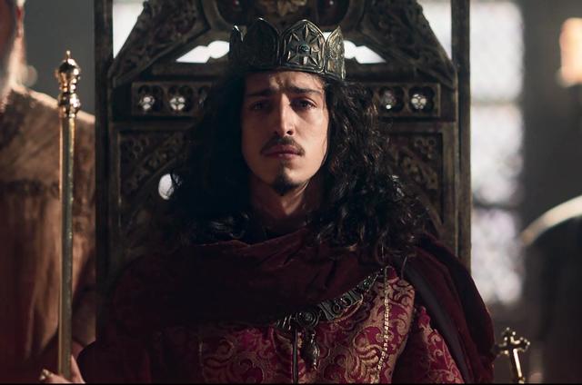Johnny Massaro é Rodolfo em 'Deus salve o rei' (Foto: Reprodução)