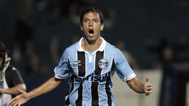 Marco Antonio gol Grêmio x Millonarios (Foto: EFE)