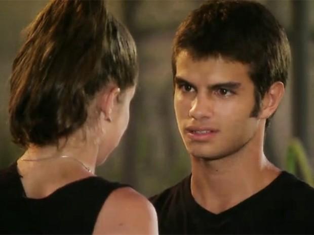 Mais uma vez, Gil discute com Ju por causa da nova companhia de Lia (Foto: Malhação / TV Globo)