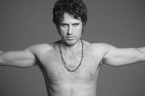 Eriberto Leão caracterizado como Jim Morrison, vocalista da banda 'The Doors' (Foto: Marcelo Faustini)