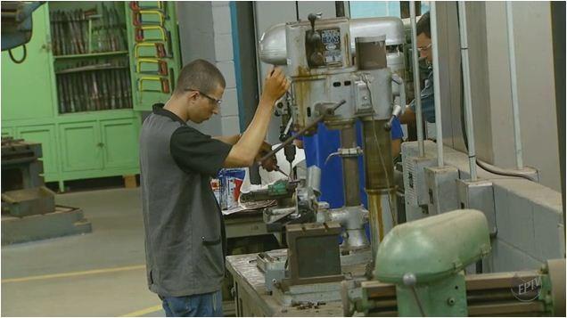 Seis setores da indústria vão contratar 625 mil pesssoas nos próximos 3 anos (Foto: Reprodução EPTV)