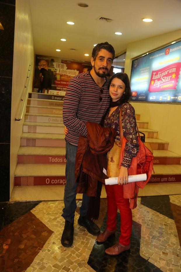 Michel Melamed e Bruna Linzmeyer vão ao teatro no Rio (Foto: Marcello Sá Barretto/AgNews)