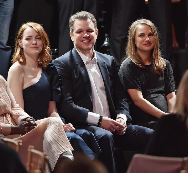 A atriz Natalie Portman próxima a Matt Damon e Emma Stone (Foto: Getty Images)