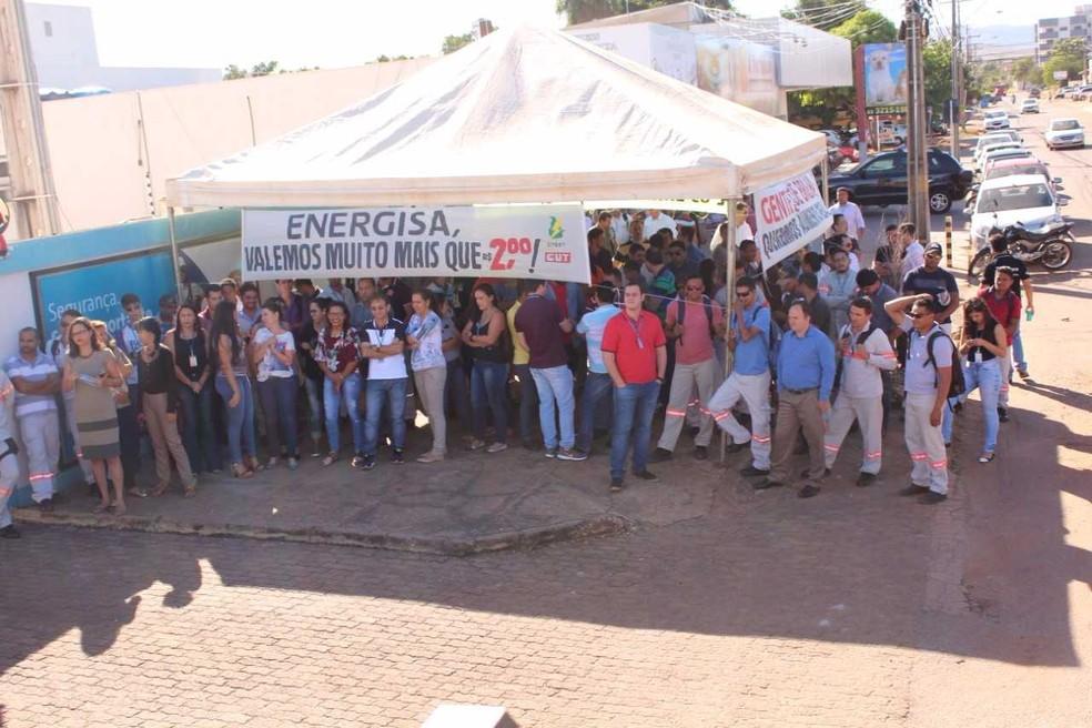 Funcionários da Energisa cruzam os braços para pedir aumento salarial (Foto: Divulgação/SEET)