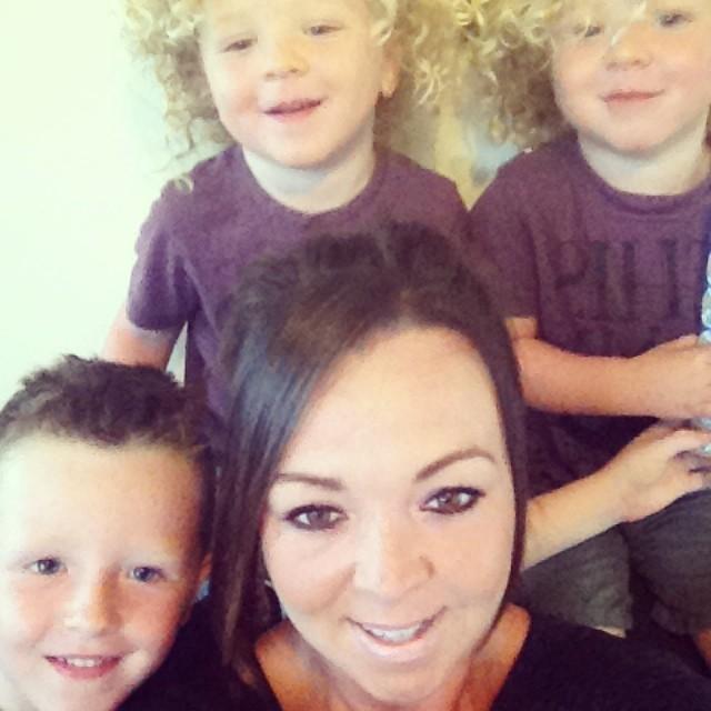 Danielle e os filhos (Foto: Reprodução / Facebook)