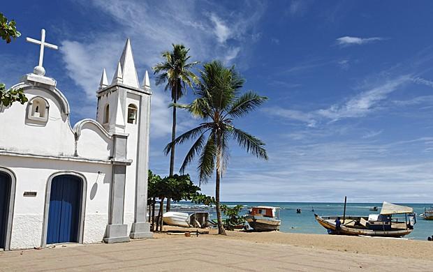 Igreja na Praia do Forte, em Mata de São João, a 50 km de Salvador (Foto: Degas Jean-Pierre/hemis.fr/Arquivo AFP)