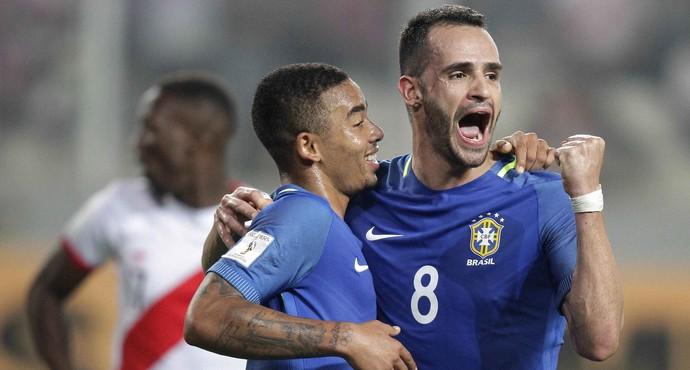 Renato Augusto Jesus gol Peru x Brasil (Foto: EFE)