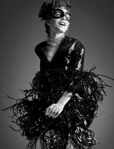 Em março Valentina Sampaio deu o que falar ao ser a primeira transgênero na capa da Vogue Paris (Foto: Reprodução)