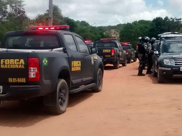Homens da Força Nacional chegaram ao maior presídio do RN nesta quarta (Foto: Magnus Nascimento/Tribuna do Norte)