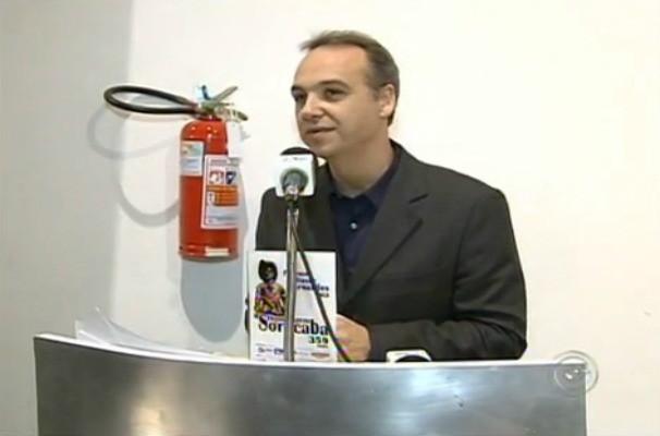 O Diretor Regional André Bastos representou a TV TEM na entrega do Prêmio Baltasar Fernandes (Foto: Reprodução / TV TEM)