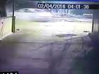 Vídeos mostram motorista fugindo após colisão durante racha; veja