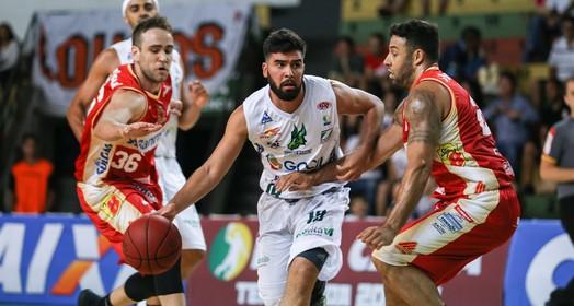 nos trilhos (Caio Casagrande / Bauru Basket)