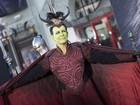 Jamie Lee Curtis inova e vai de fantasia a première nos Estados Unidos