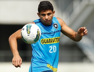 Elkeson no treino do Botafogo (Foto: Wagner Meier / Agif)