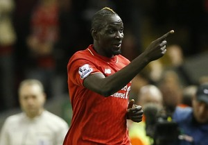 Sakho comemora gol do Liverpool (Foto: Reuters / Carl Recine )