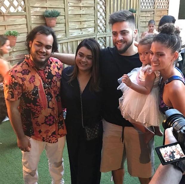 Franciso Müller, Preta Gil, Rodrigo Godoy e Laura Fernandez com Sol de Maria (Foto: Reprodução/Instagram)