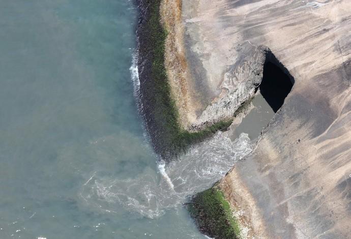 Praia de São Conrado recebe esgoto direto no mar (Foto: Mário Moscatelli/OlhoVerde)