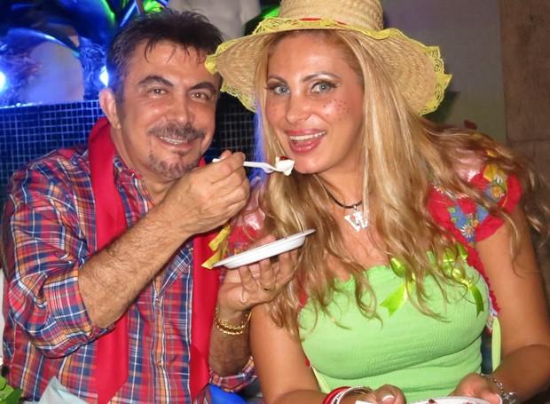 Ângela Bismarchi com o marido Wagner em festa junina no Rio (Foto: Divulgação)